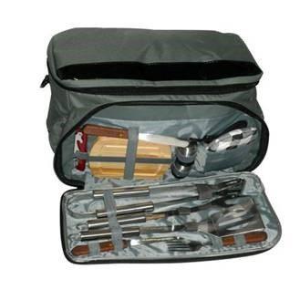 תיק צידנית ממותגת עם כלי מנגל ופיקניק