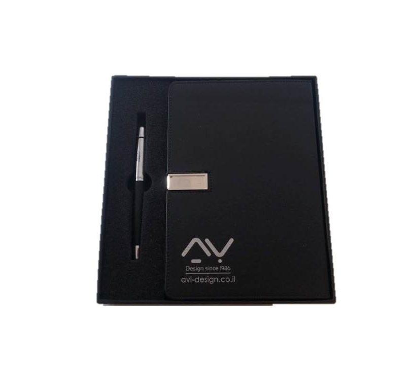 מתנות ללקוחות מחברת מעוצבת עם דיסק און קי ועט יוקרתי ממותגים